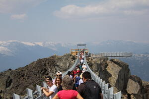 18-07-29 - Whistler Cloudraker Skybridge with Ravensclaw View Deck 1