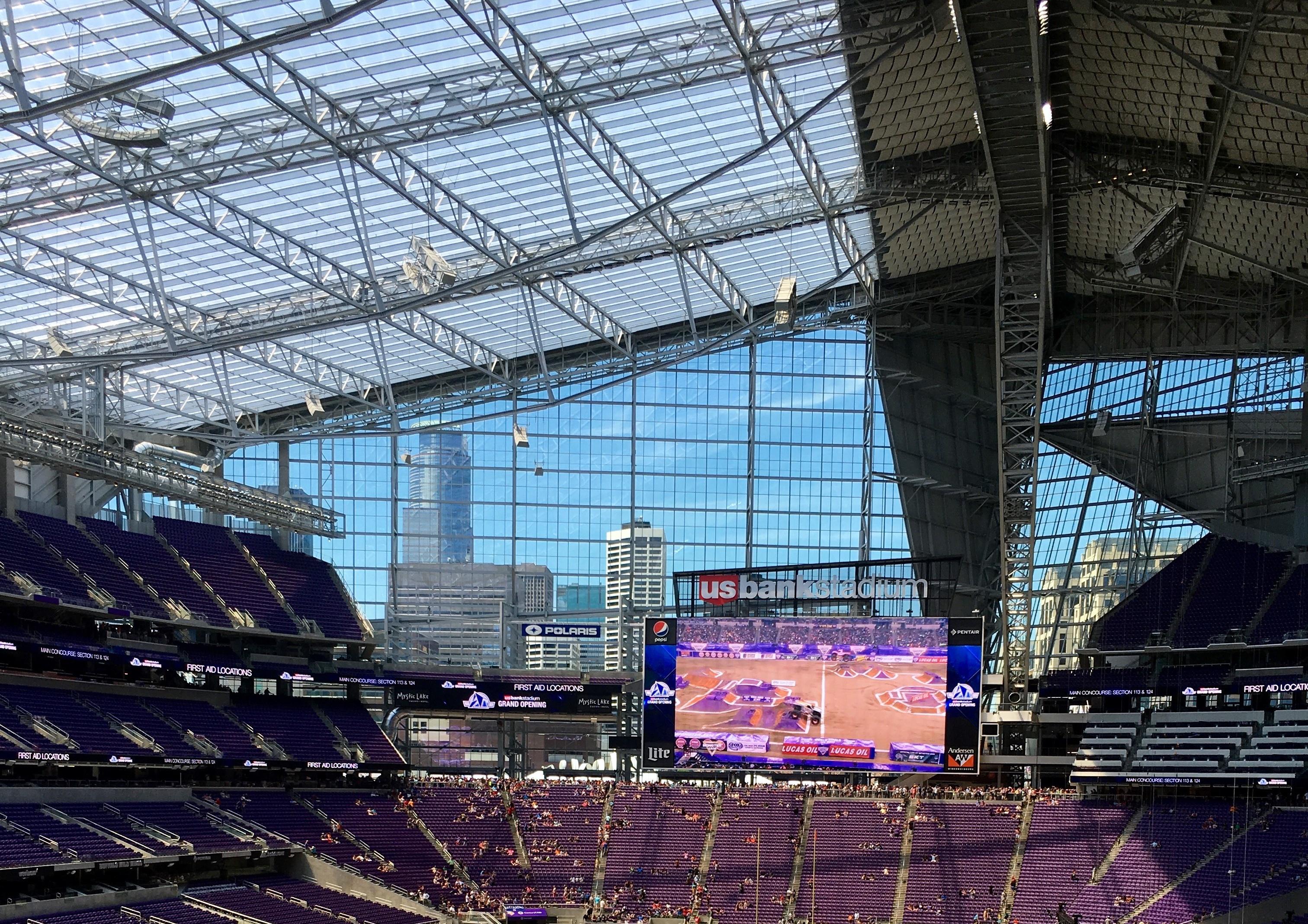 US_Bank_Stadium_interior_-_Minnesota_Vikings_orientation